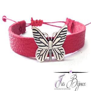 Bratara reglabila din piele naturala de culoare rosie accesorizata pentru un efect glam cu fluture metalic.